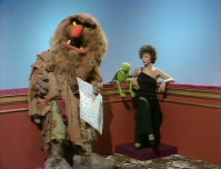 Sweetums, Kermit, and Rita Moreno in the 'Talk Spot'